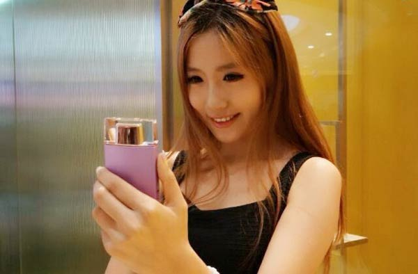 Sony Perfume Bottle-Shaped Selfie Camera